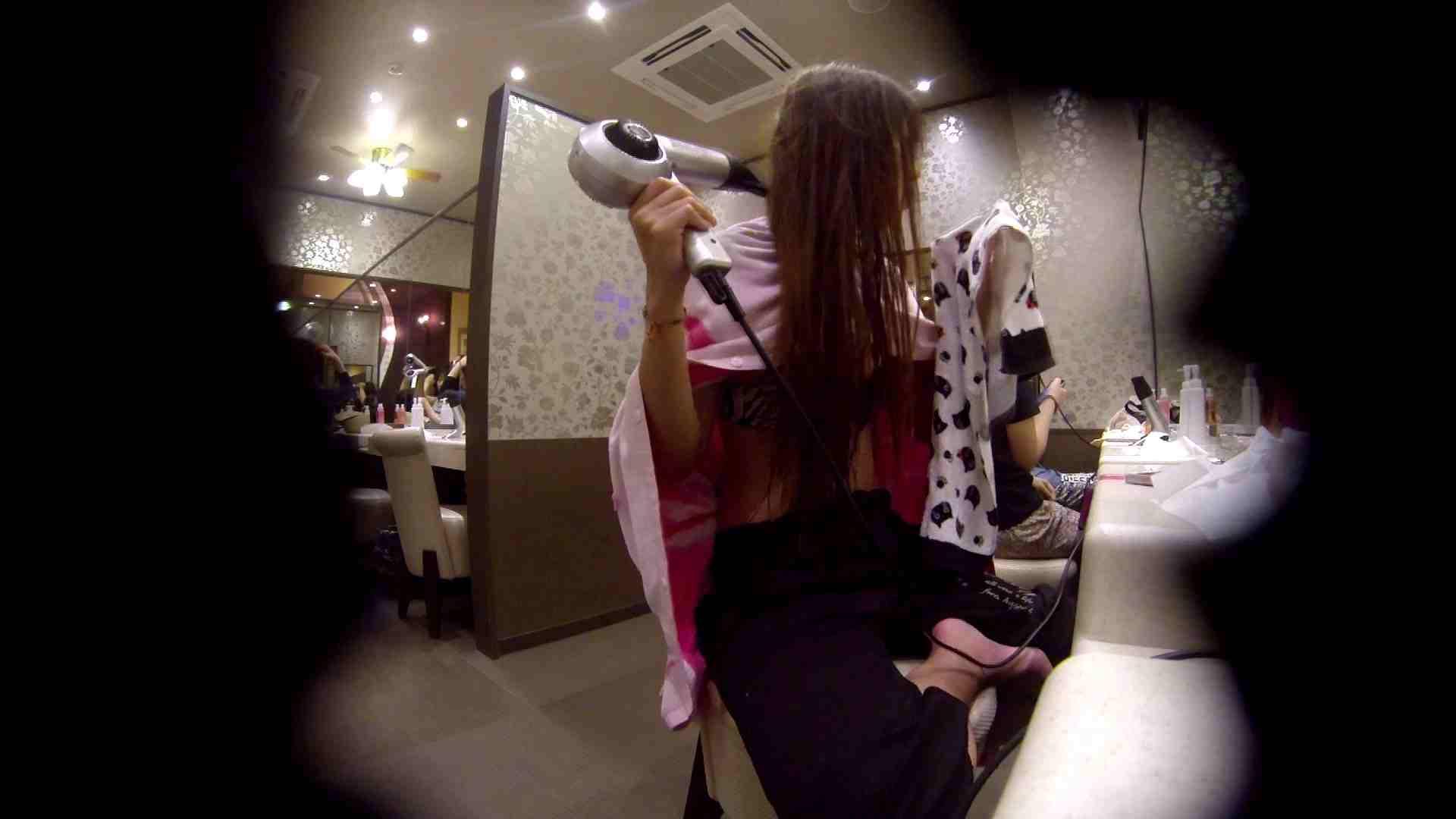 巨乳おまんこ:オムニバス!出入り口~シャワー~メイク室と移動。たくさんの女性が登場します:怪盗ジョーカー