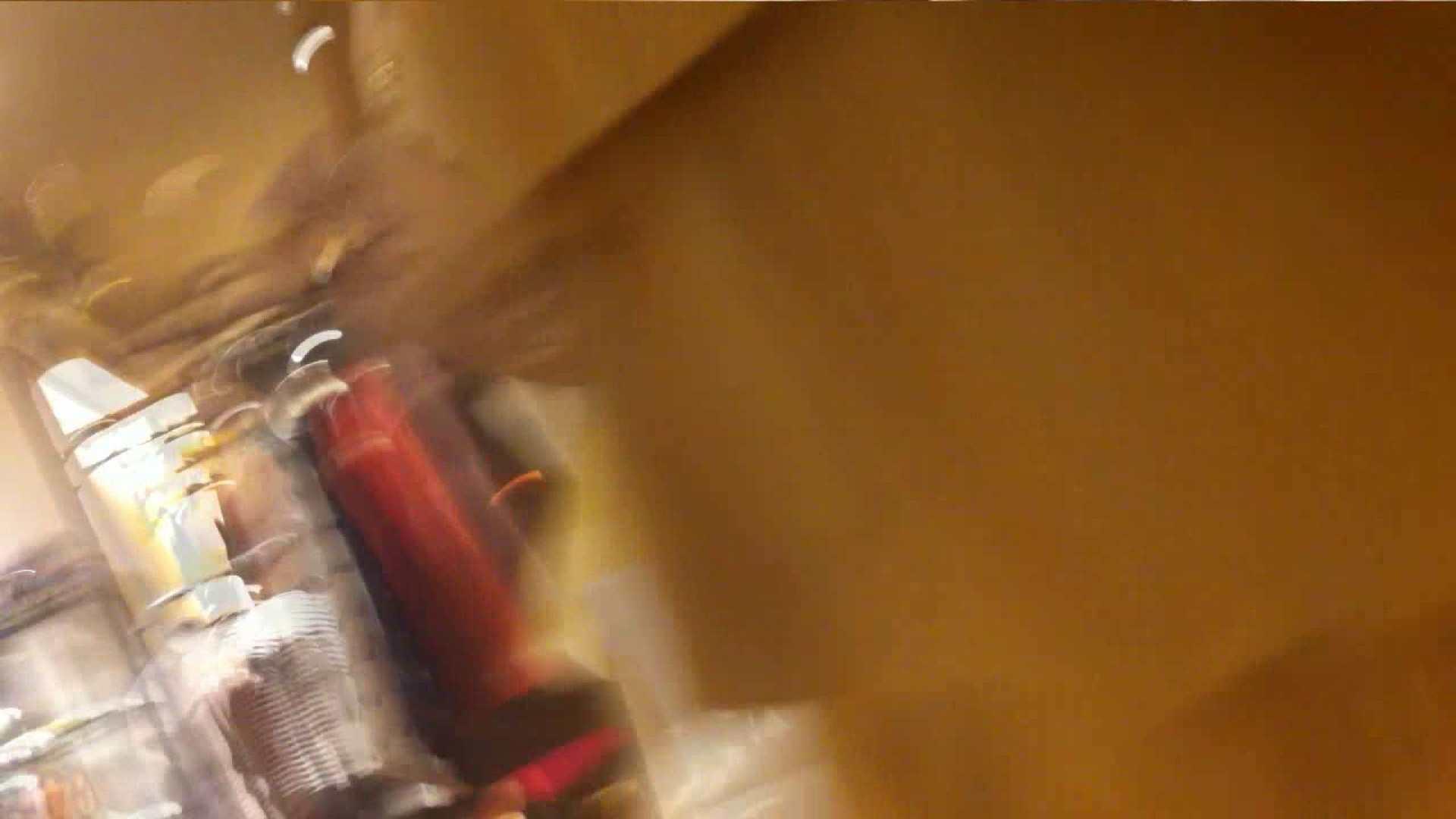 vol.34 美人アパレル胸チラ&パンチラ メガネ属性っていいよね♥ パンチラ 戯れ無修正画像 88PIX 70
