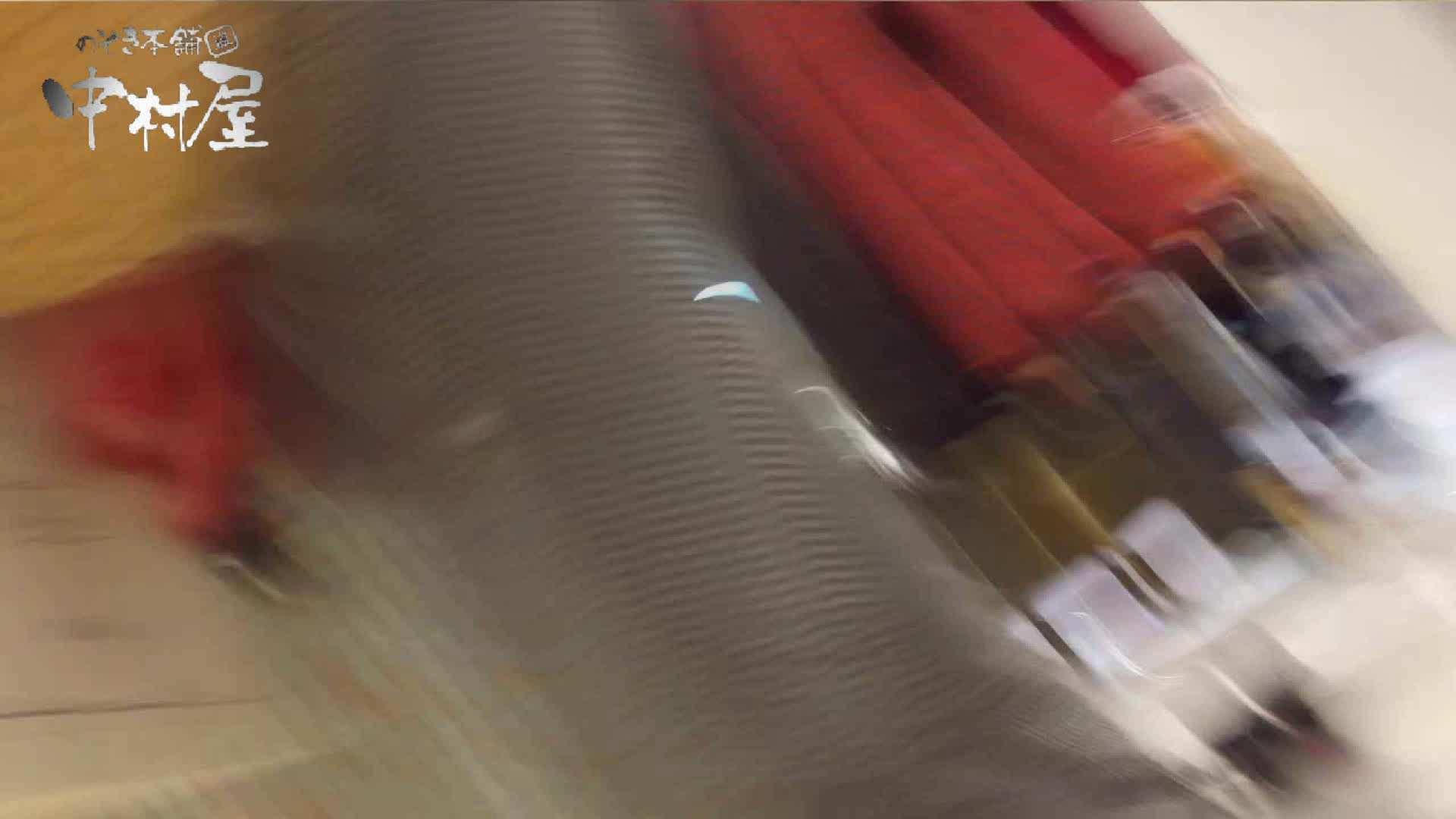 vol.65 美人アパレル胸チラ&パンチラ ムッチリ感がいい感じ花がらパンツさん チラ | 胸チラ  95PIX 85