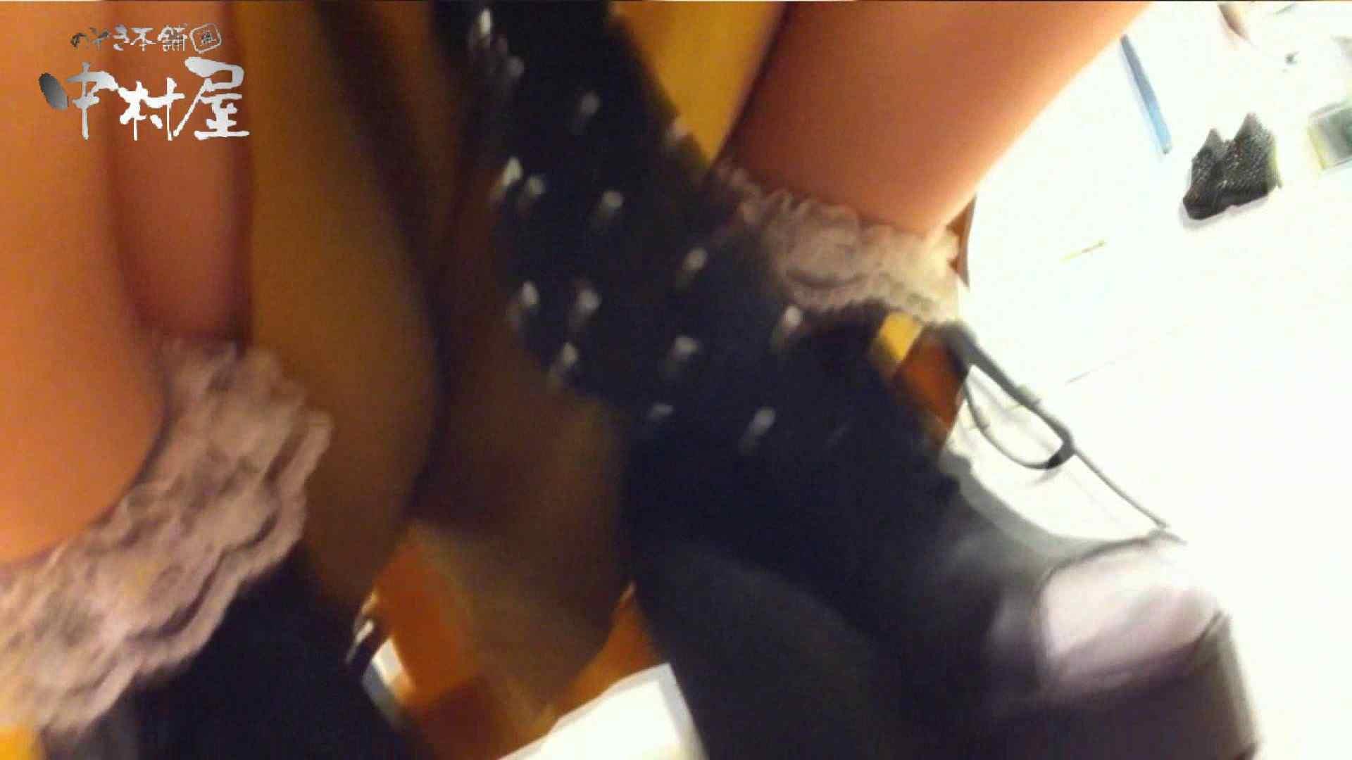 vol.66 美人アパレル胸チラ&パンチラ 店員さんのパンツはストライプ 接写  111PIX 12