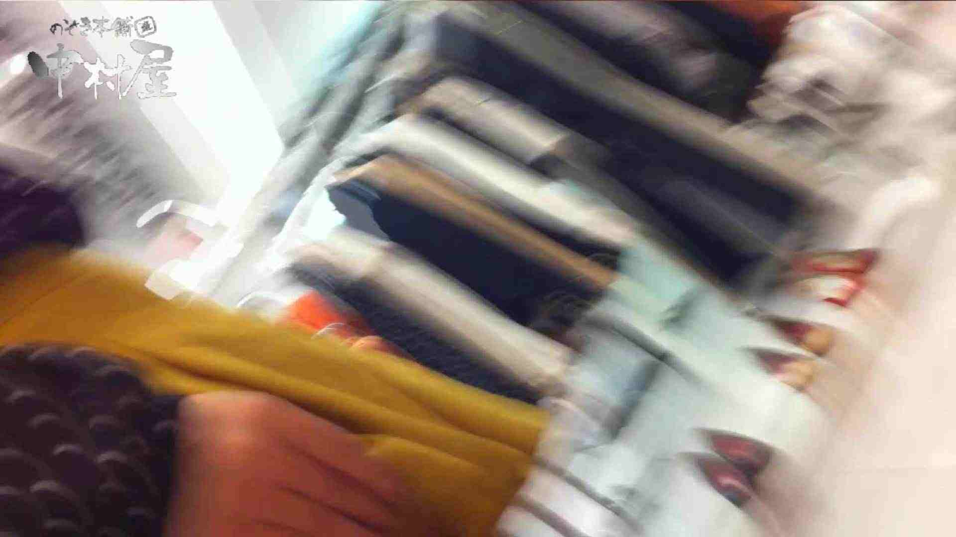 vol.66 美人アパレル胸チラ&パンチラ 店員さんのパンツはストライプ 接写 | チラ  111PIX 25