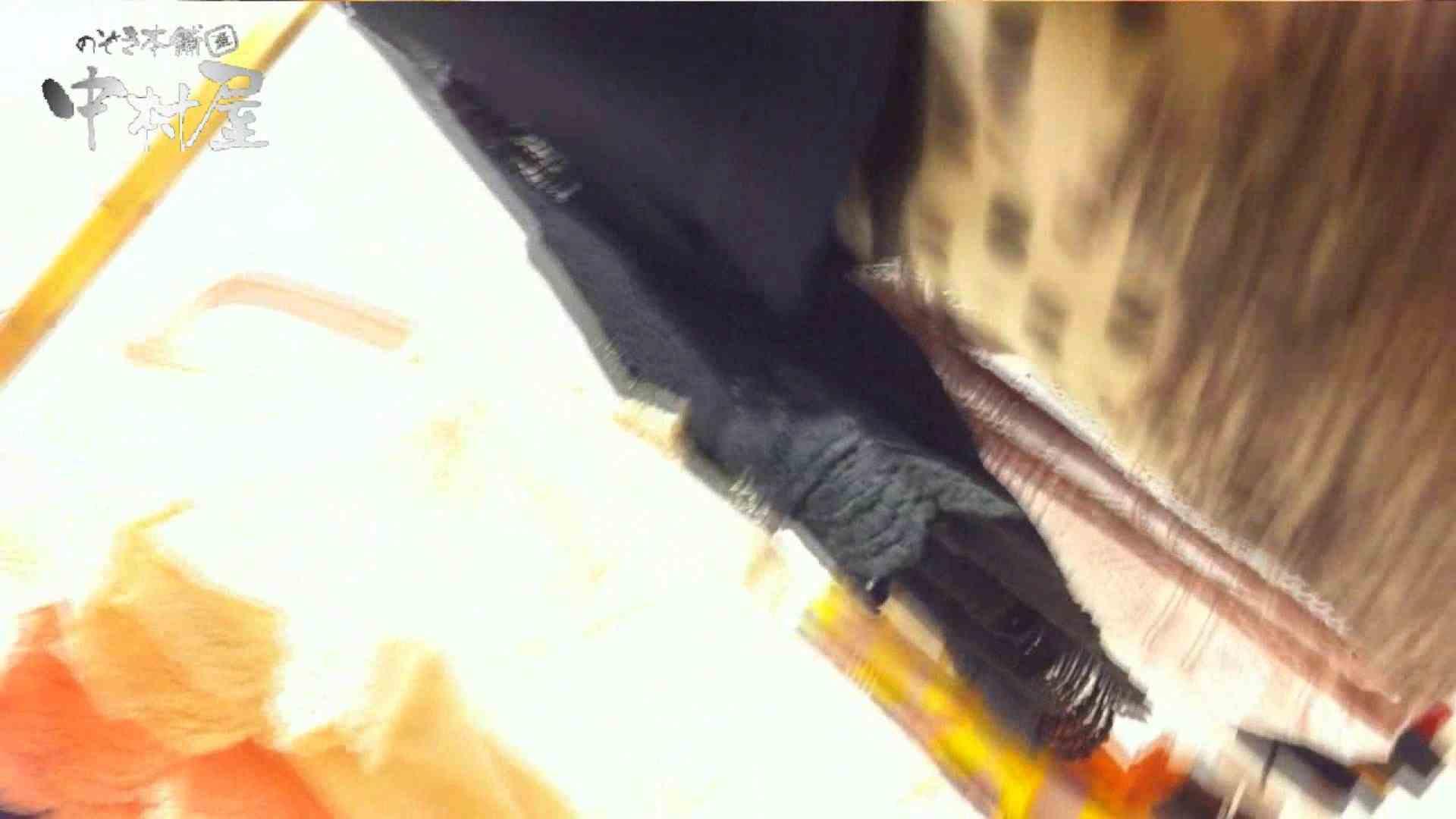vol.66 美人アパレル胸チラ&パンチラ 店員さんのパンツはストライプ 接写 | チラ  111PIX 37