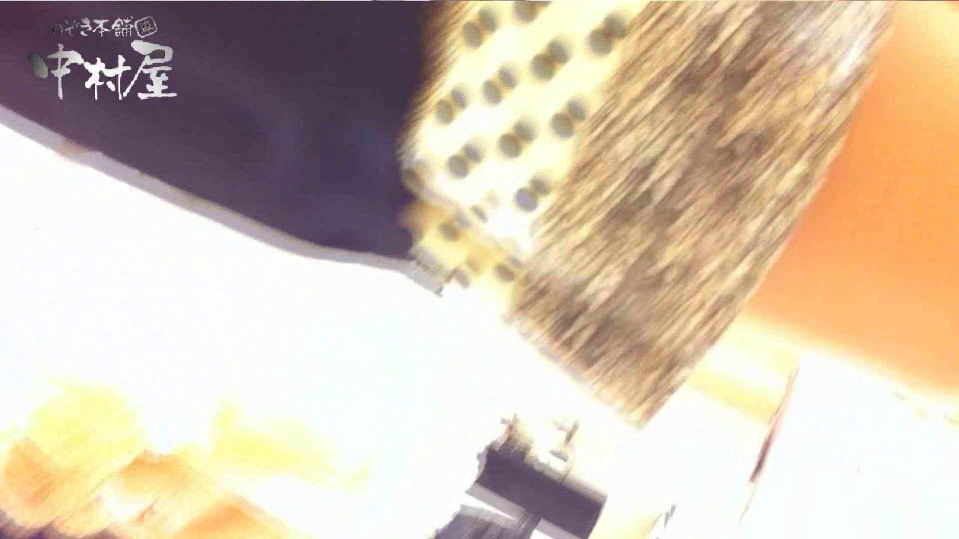 vol.66 美人アパレル胸チラ&パンチラ 店員さんのパンツはストライプ 接写  111PIX 44