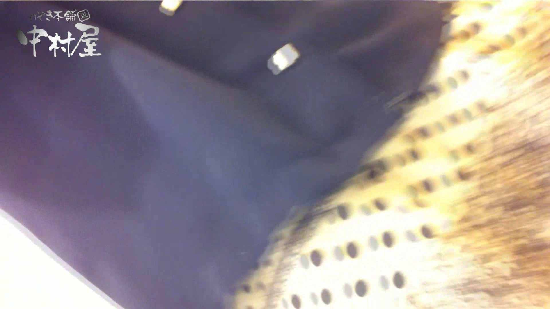 vol.66 美人アパレル胸チラ&パンチラ 店員さんのパンツはストライプ 接写  111PIX 52