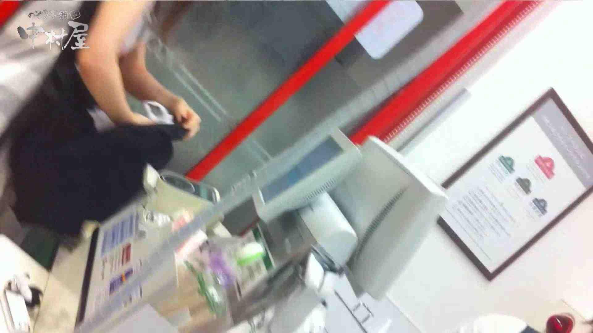 vol.68 美人アパレル胸チラ&パンチラ セクシーなホクロの店員さん チラ  95PIX 24