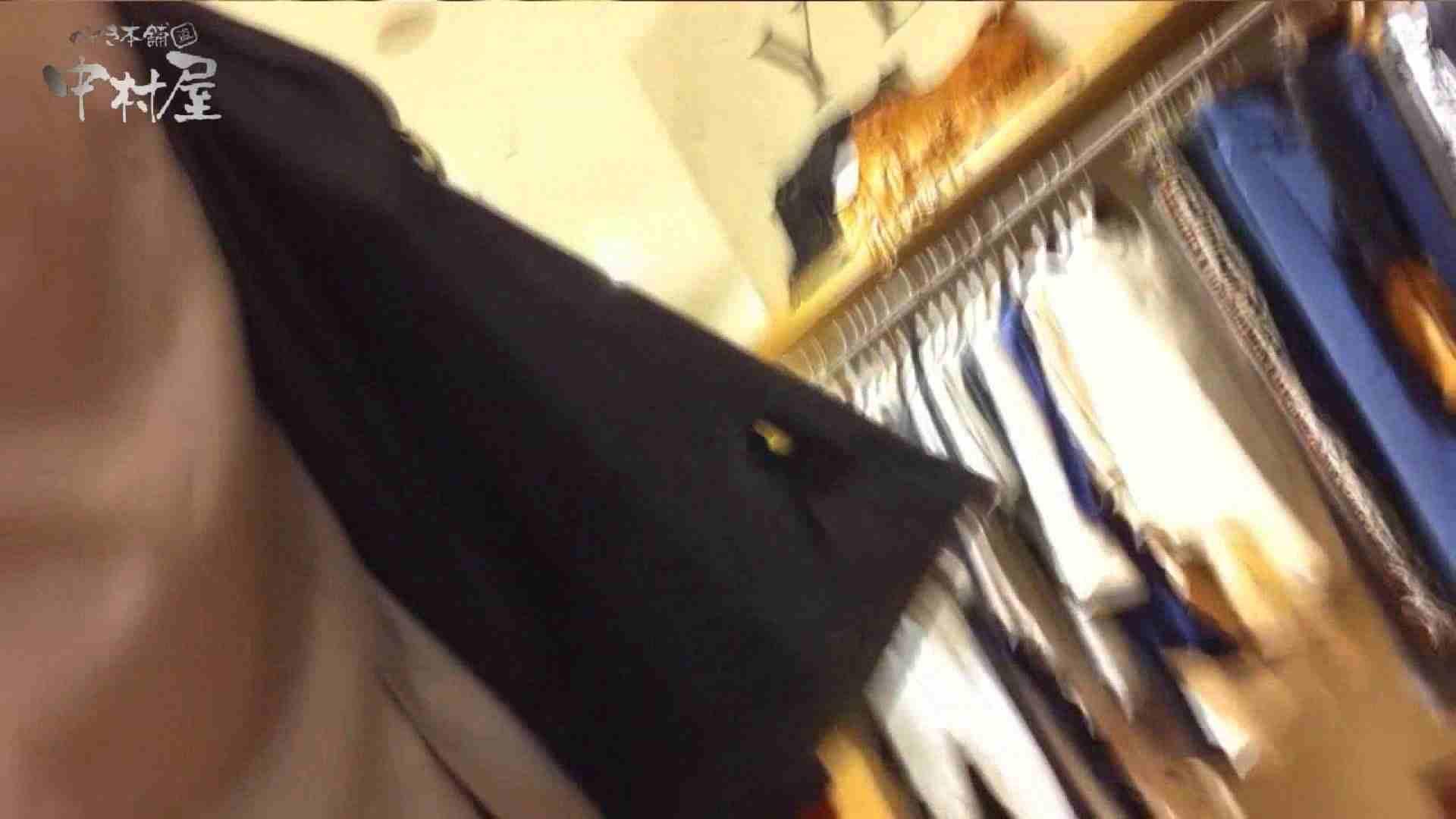 vol.68 美人アパレル胸チラ&パンチラ セクシーなホクロの店員さん チラ  95PIX 40