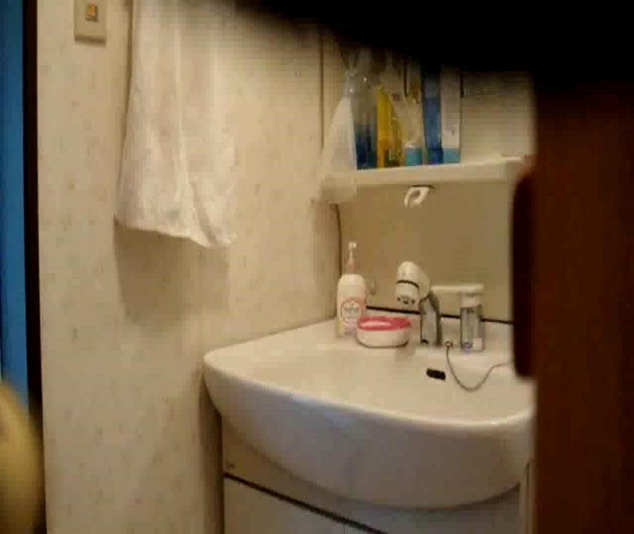 二人とも育てた甲斐がありました… vol.05 まどかが洗顔後にブラを洗濯 盗撮シリーズ  79PIX 50