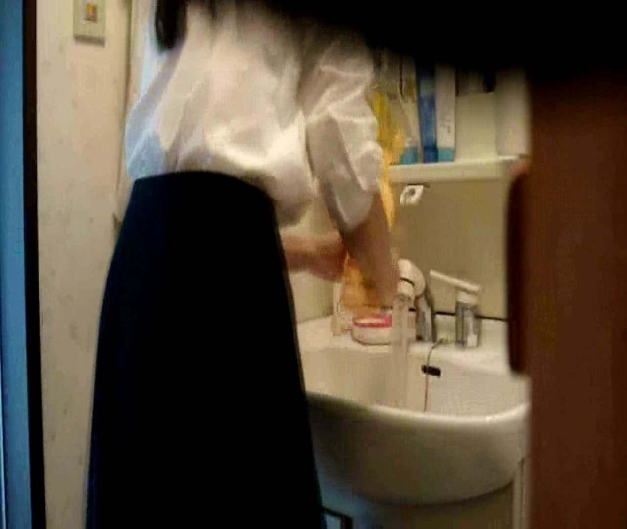 二人とも育てた甲斐がありました… vol.05 まどかが洗顔後にブラを洗濯 盗撮シリーズ | おまんこ見放題  79PIX 53