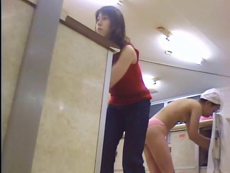 浴場潜入脱衣の瞬間!第一弾 vol.2 接写   着替え  87PIX 9
