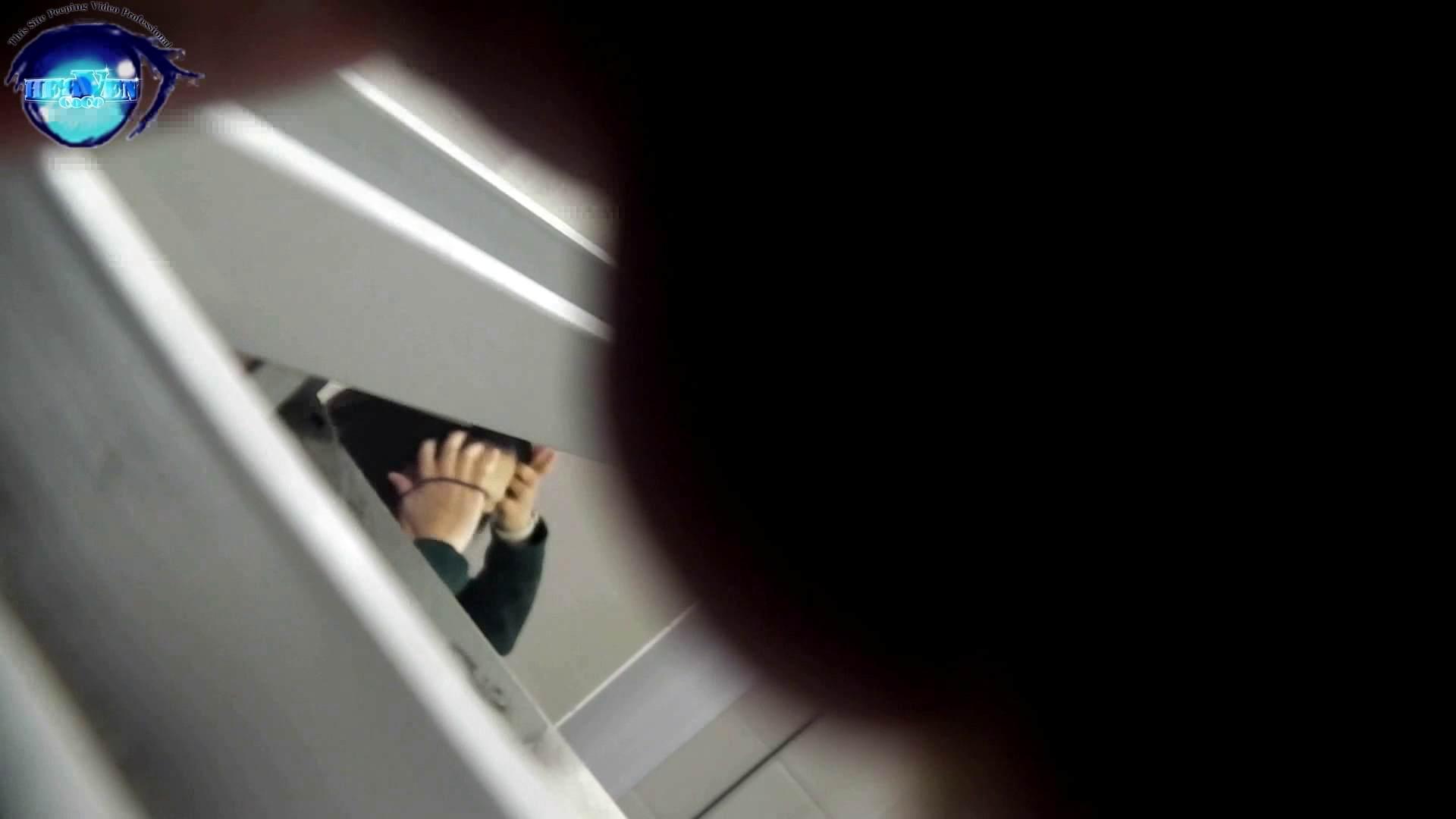 お銀さんの「洗面所突入レポート!!」 vol.54 エロすぎる捻り?前編 洗面所編  113PIX 98