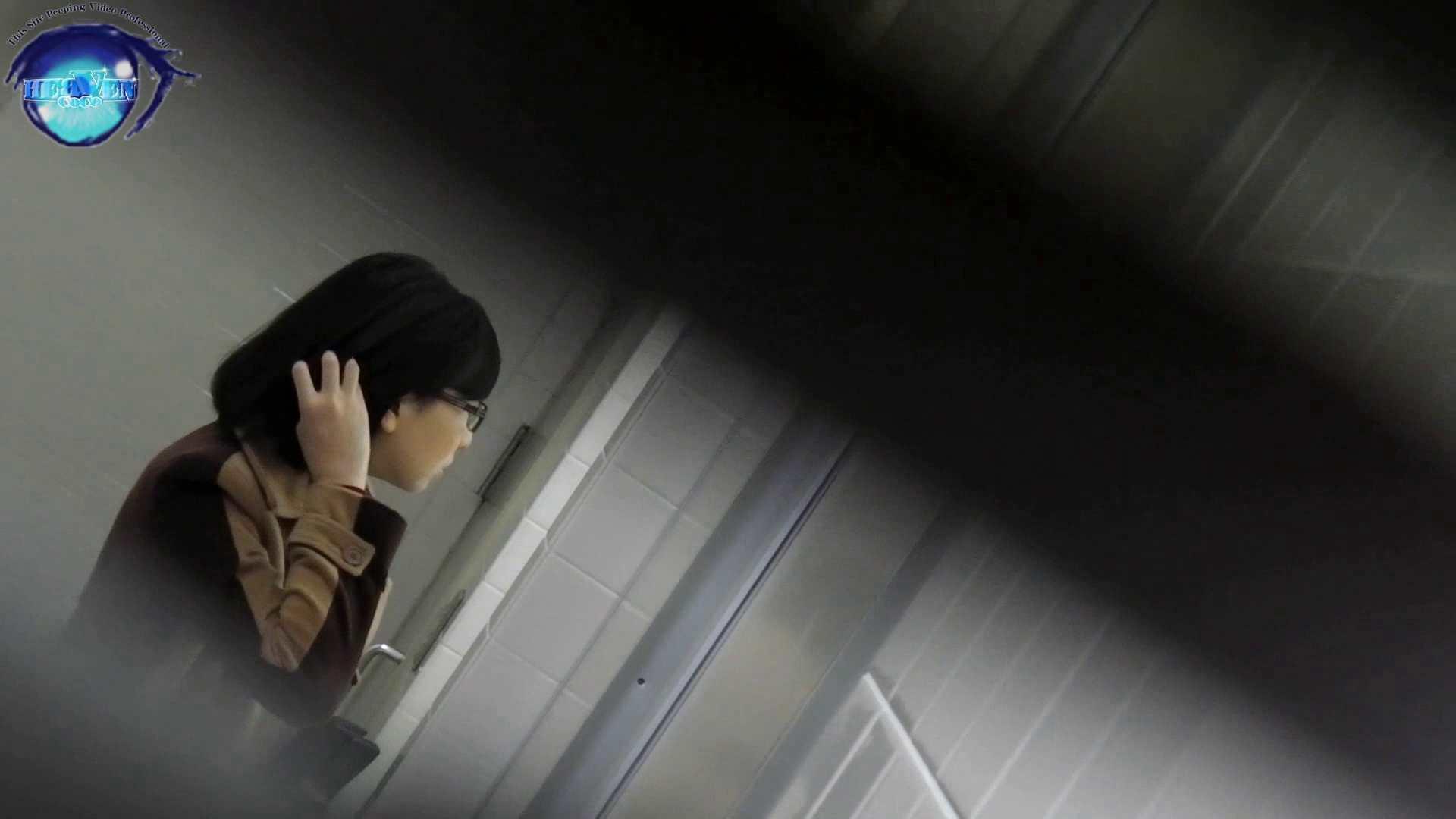 お銀さん vol.59 ピンチ!!「鏡の前で祈る女性」にばれる危機 前編 おまんこ見放題 | 盗撮シリーズ  83PIX 17