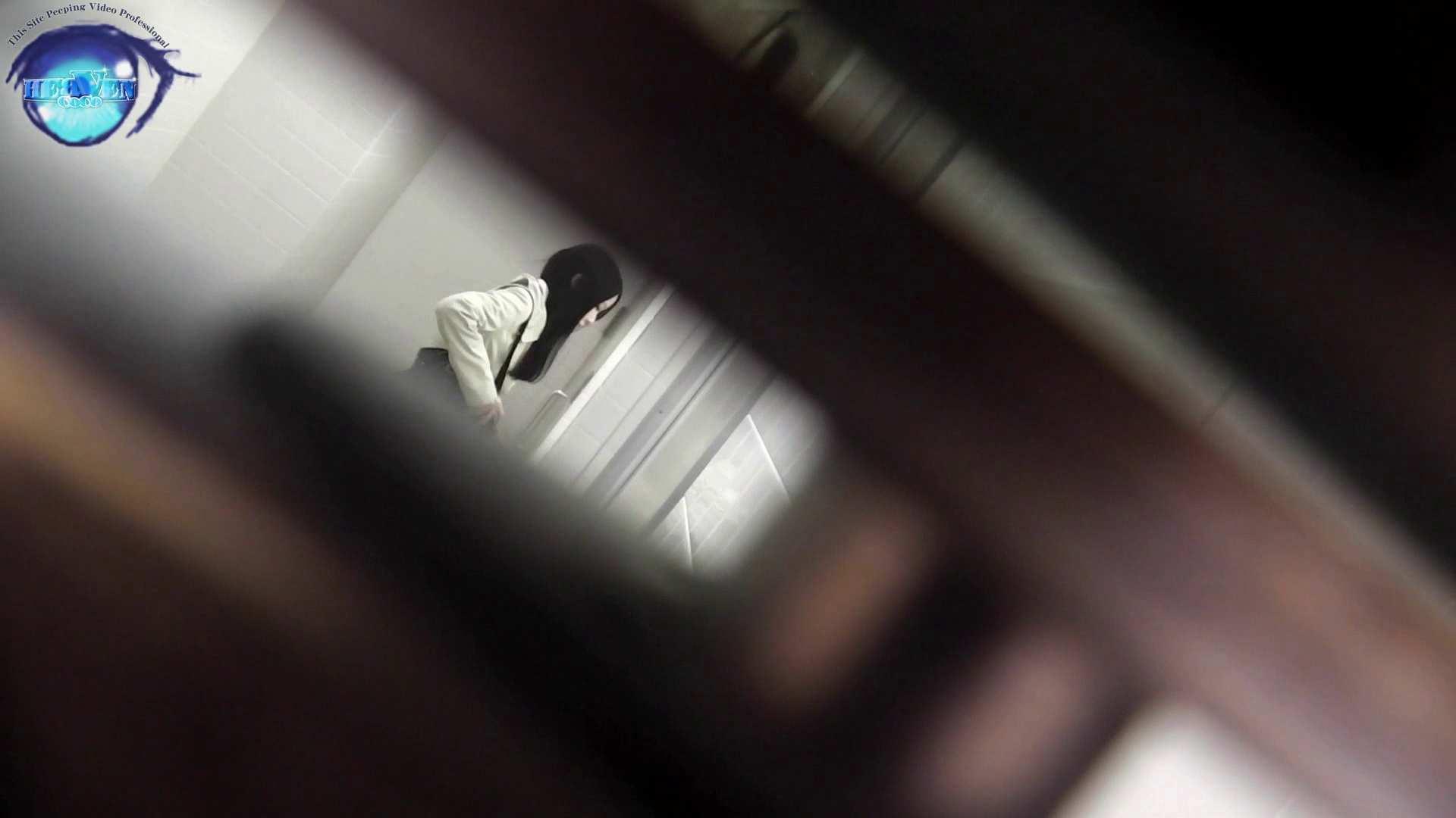 お銀さん vol.59 ピンチ!!「鏡の前で祈る女性」にばれる危機 前編 おまんこ見放題 | 盗撮シリーズ  83PIX 35