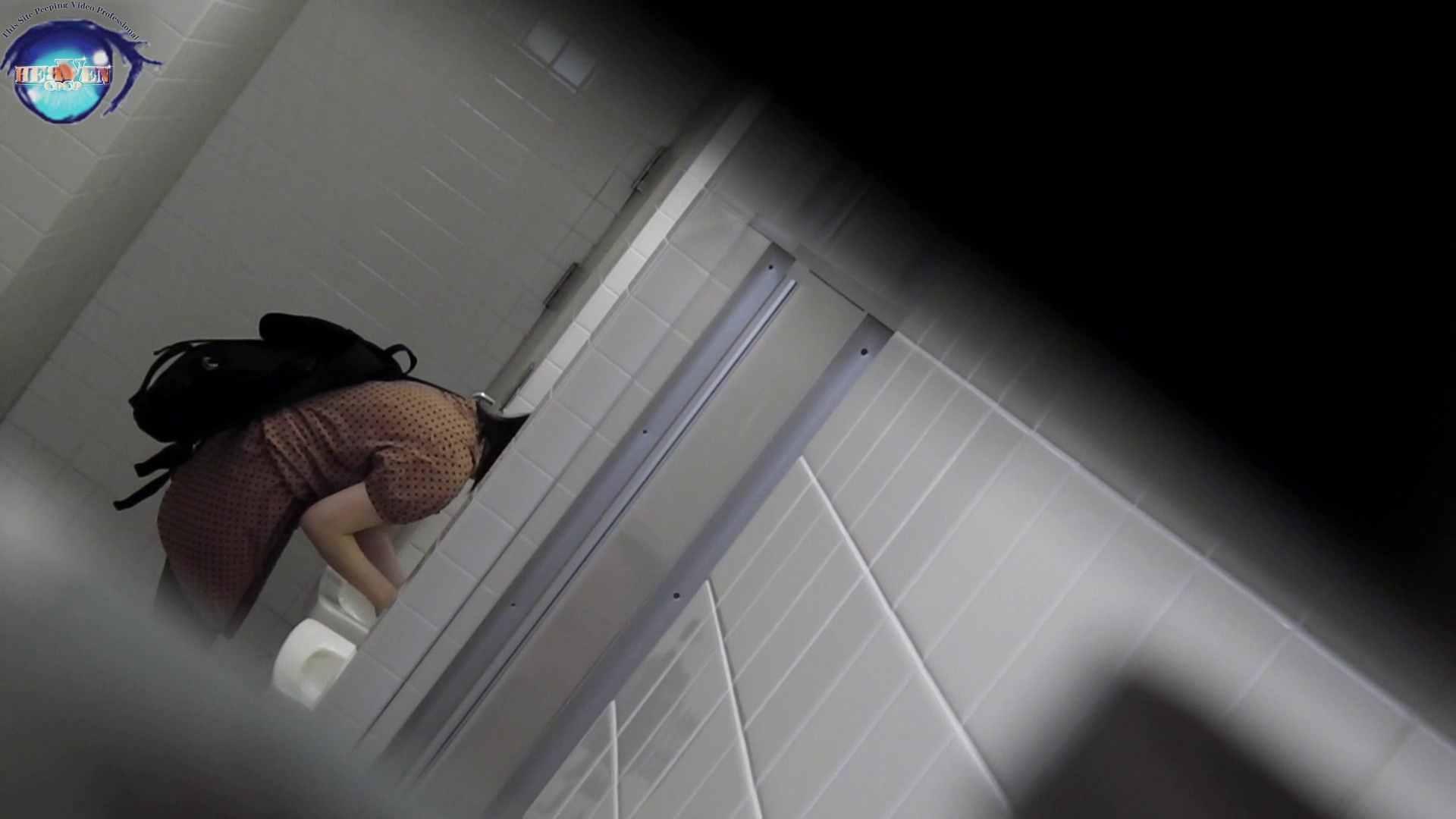洗面所突入レポート!!お銀 vol.68 無謀に通路に飛び出て一番明るいフロント撮り実現 前編 洗面所編  86PIX 62
