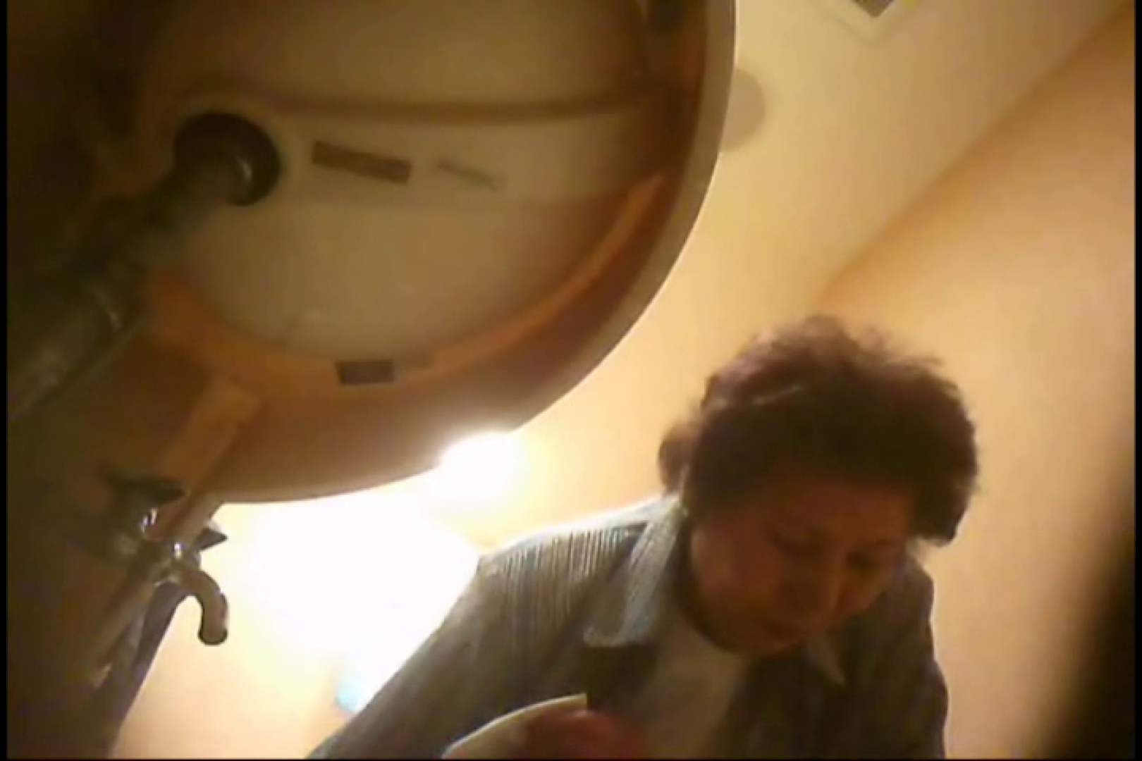 潜入!!女子化粧室盗撮~絶対見られたくない時間~vo,130 熟女のエロ動画 ヌード画像 100PIX 23