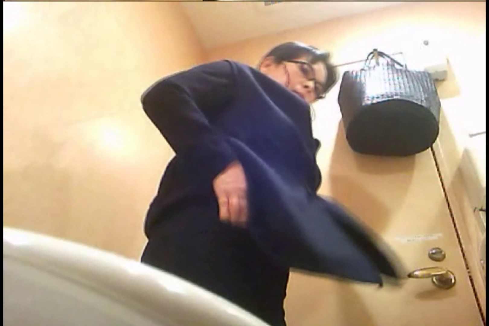 潜入!!女子化粧室盗撮~絶対見られたくない時間~vo,79 丸見え ワレメ無修正動画無料 102PIX 58