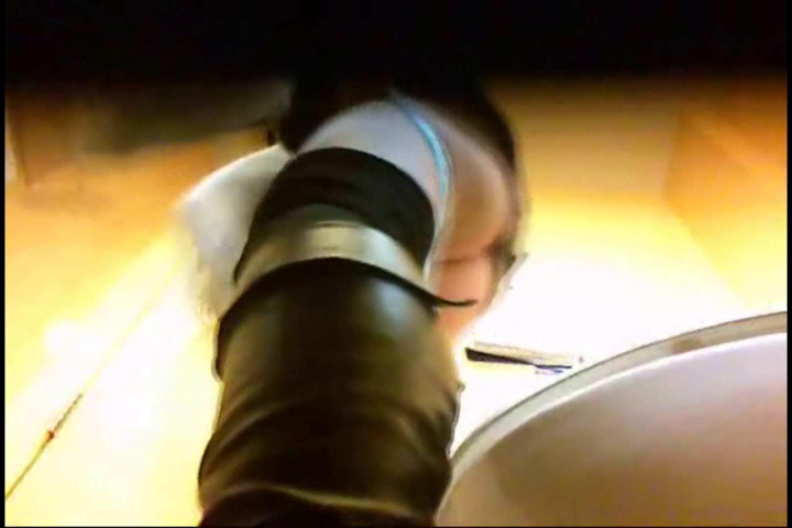 実録!魂の女子化粧室盗撮!!~隠れ潜む特殊カメラ~vo,05 お姉さんの下半身   盗撮シリーズ  79PIX 37