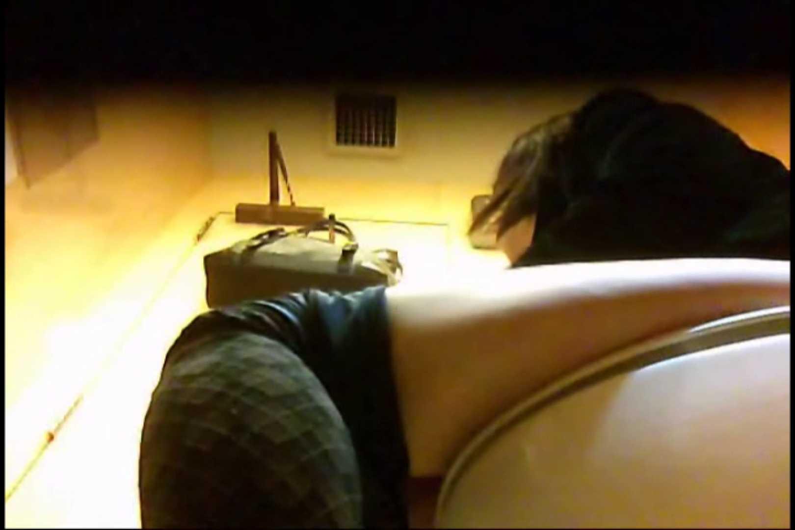 実録!魂の女子化粧室盗撮!!~隠れ潜む特殊カメラ~vo,05 お姉さんの下半身  79PIX 45
