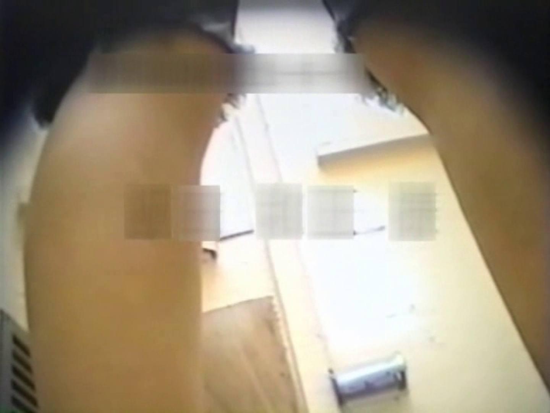 和式個室に穴を開けて盗撮しました。 フリーハンド | 厠・・・  104PIX 1