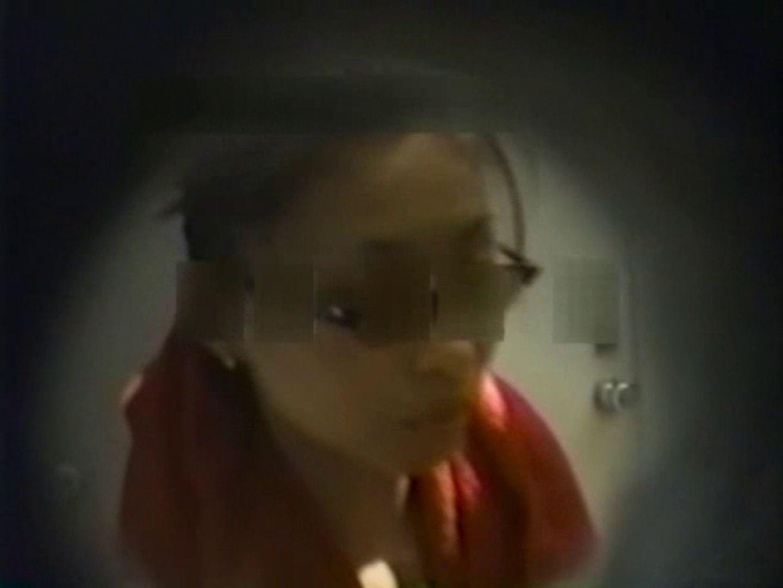 和式個室に穴を開けて盗撮しました。 和式 盗み撮り動画 104PIX 59