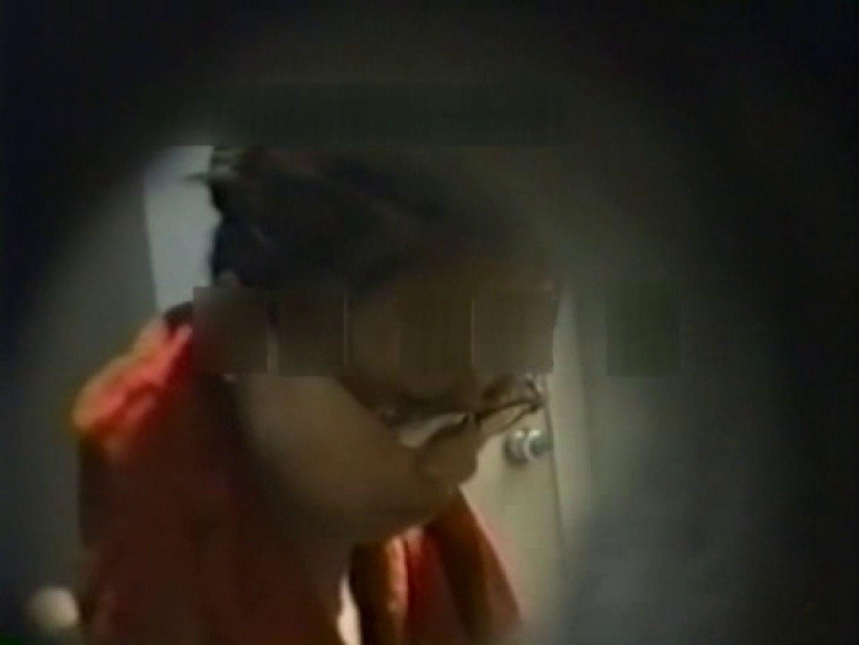 和式個室に穴を開けて盗撮しました。 フリーハンド  104PIX 60
