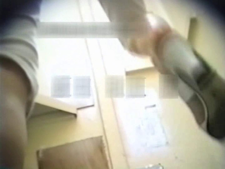 和式個室に穴を開けて盗撮しました。 和式 盗み撮り動画 104PIX 83