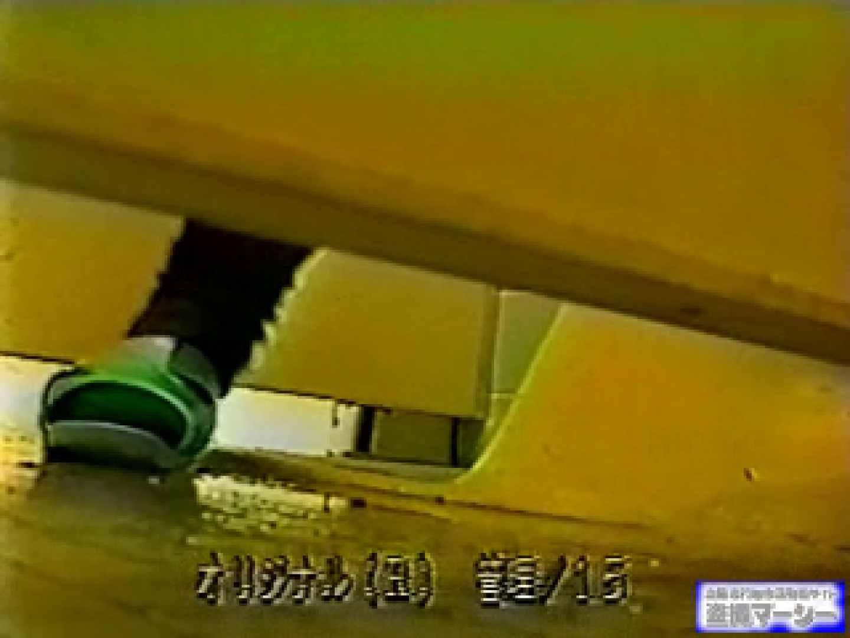 壁下の隙間がいっぱいだから撮れちゃいました! オマンコもろ  78PIX 16