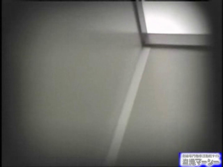 女盗撮師がコスプレ会場の厠に潜入しちゃいました! コスプレ  100PIX 28