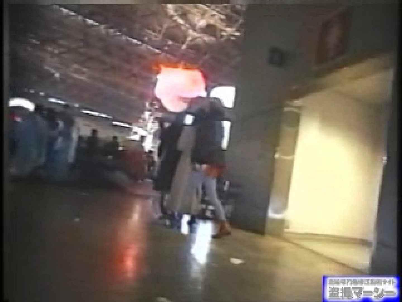 女盗撮師がコスプレ会場の厠に潜入しちゃいました! 潜入 オメコ動画キャプチャ 100PIX 47