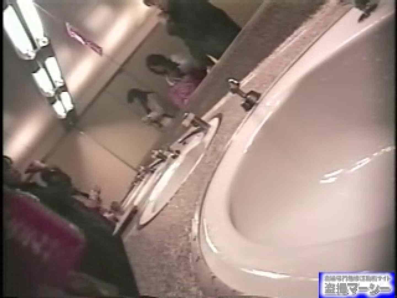 女盗撮師がコスプレ会場の厠に潜入しちゃいました! 潜入 オメコ動画キャプチャ 100PIX 51