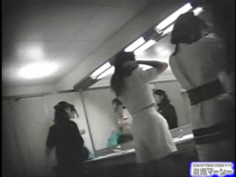 女盗撮師がコスプレ会場の厠に潜入しちゃいました! 盗撮シリーズ ワレメ動画紹介 100PIX 66