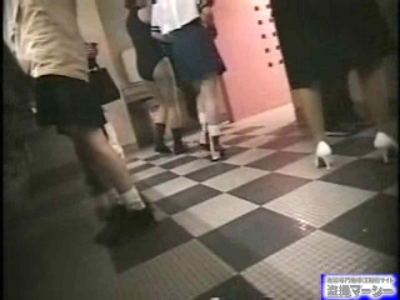 女盗撮師がコスプレ会場の厠に潜入しちゃいました! コスプレ  100PIX 80