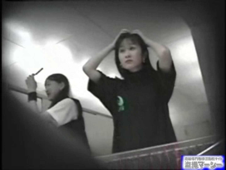 女盗撮師がコスプレ会場の厠に潜入しちゃいました! コスプレ | 厠・・・  100PIX 93