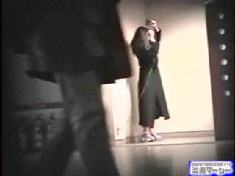 女盗撮師がコスプレ会場の厠に潜入しちゃいました! 盗撮シリーズ ワレメ動画紹介 100PIX 94
