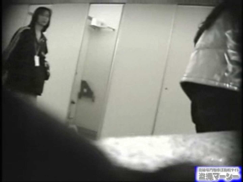 女盗撮師がコスプレ会場の厠に潜入しちゃいました! 盗撮シリーズ ワレメ動画紹介 100PIX 98