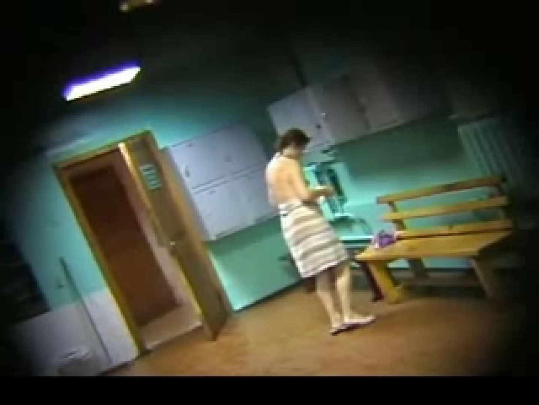 ヨーロッパ発! ロッカールーム潜入撮vol.2 熟女のエロ動画  106PIX 70