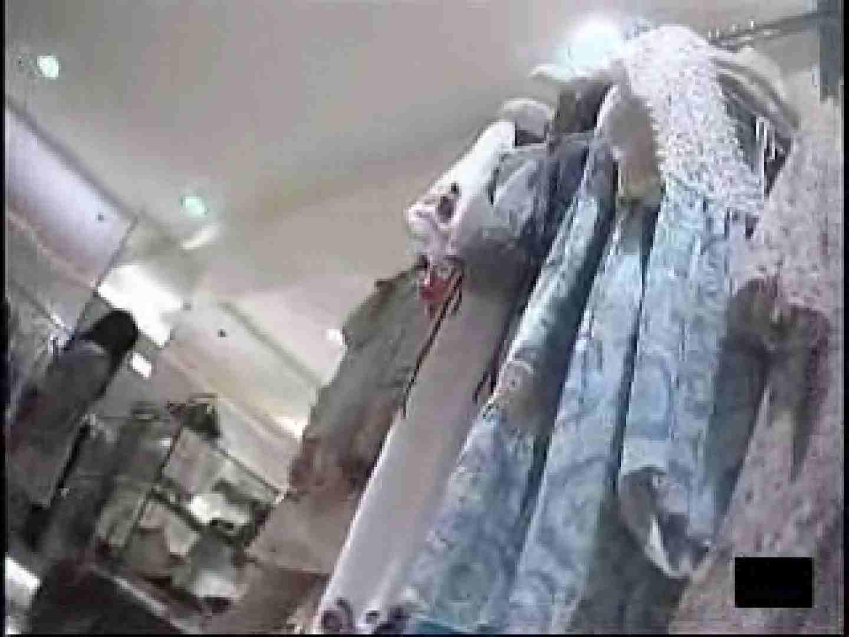 ショップ店員の卑猥なパンツ覗き チラ 盗み撮り動画 105PIX 28